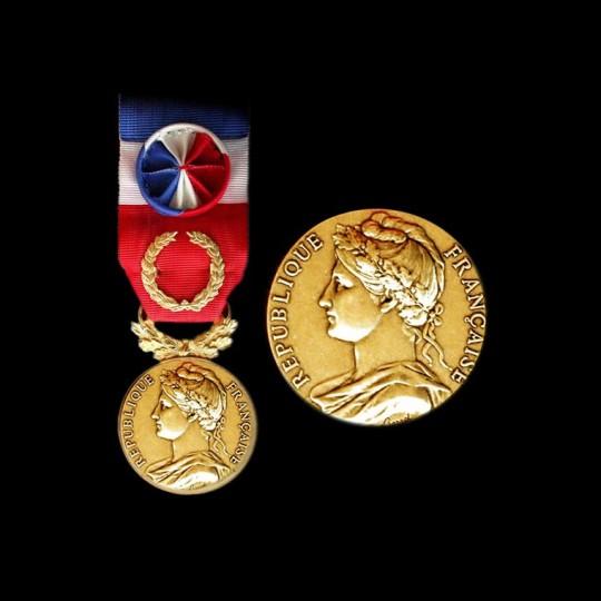 médaille du travail or massif