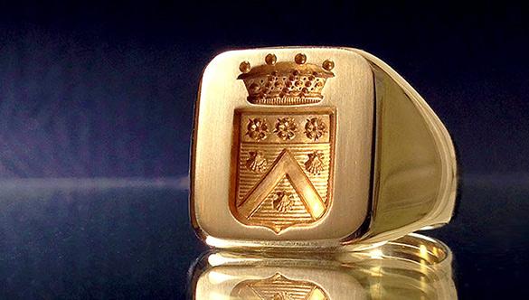 Gravure chevalière estampée or 18 K