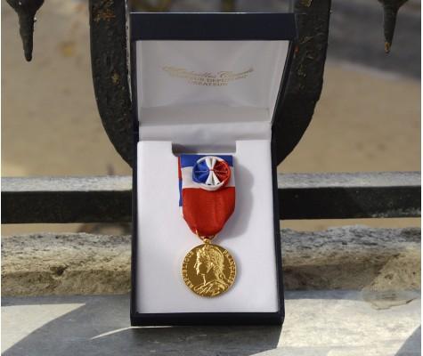 Médailles d'honneur du travail dans les meilleurs délais