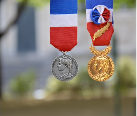 Commandez vos médailles d'honneur du travail chez Médailles Canale